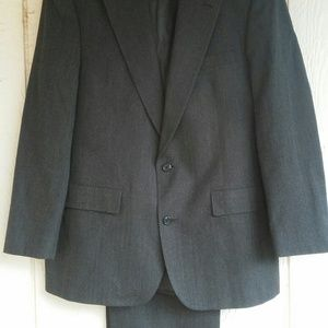 Brooks Brothers Black wool suit size 43 L 37